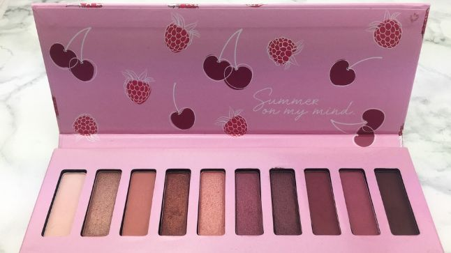 Essence BeRRy on Lidschattenpalette Innenleben