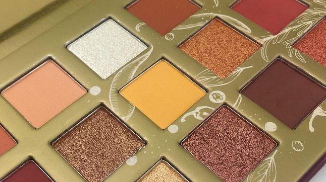 Essence spice it up Eyeshadow Palette Review - Farben Gelb