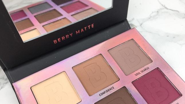 BEAUTY BAY - Eyn Berry Matte 9 Colour Palette Review - Spiegel und Beschriftung