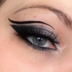 Beautyblog - Latest Look - black and white with graphic liner