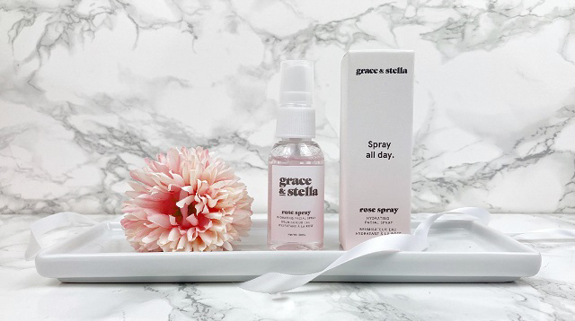 Glossybox Dezember 2020 Unboxing - Grace and Stella Rose Water Facial Spray