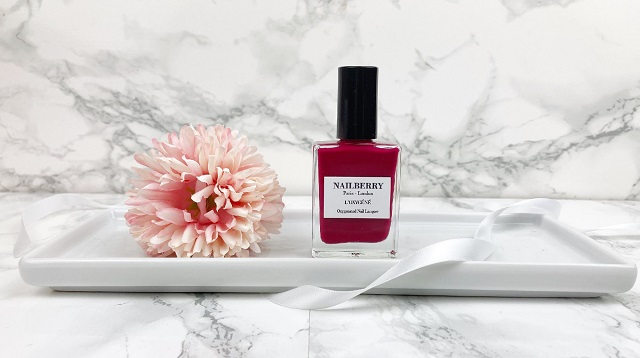 Glossybox Dezember 2020 Unboxing - Nailberry Oxygenated Nail Lacquer