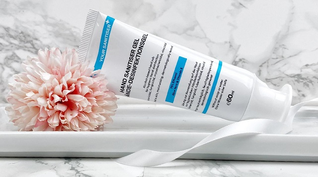 Glossybox Dezember 2020 Unboxing - Yoursanitiser Desinfektionsgel