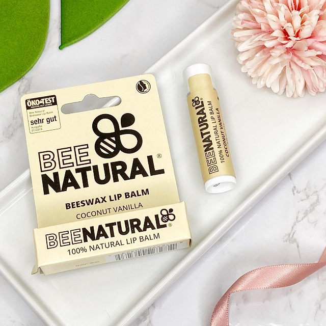 Glossybox Januar 2021 Unboxing - Bee Natural Lip Balm Coconut Vanilla
