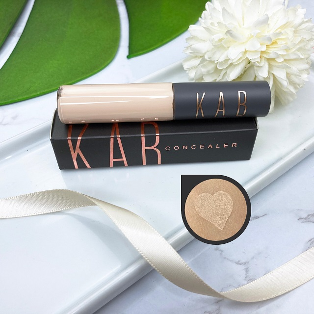 Glossybox April 2021 Unboxing - Kab Concealer