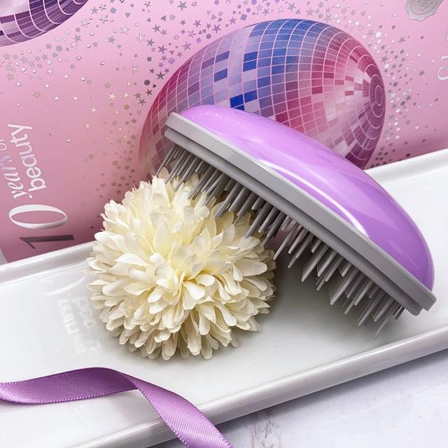 Glossybox - August 2021 Unboxing - Dessata Detangling Brush
